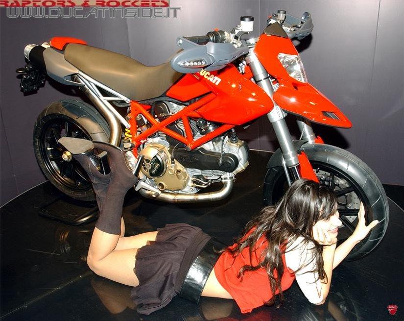 Ducati_Hypermotard_lady3_edited.jpg