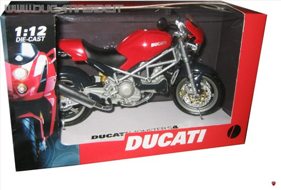 ducati_m_r.jpg